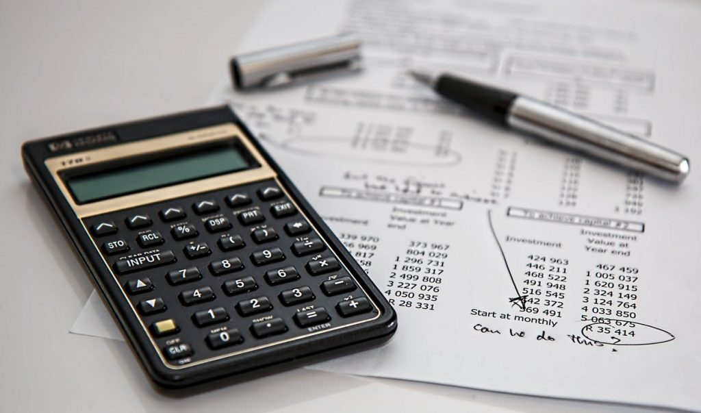 calculator-financial-report-pen